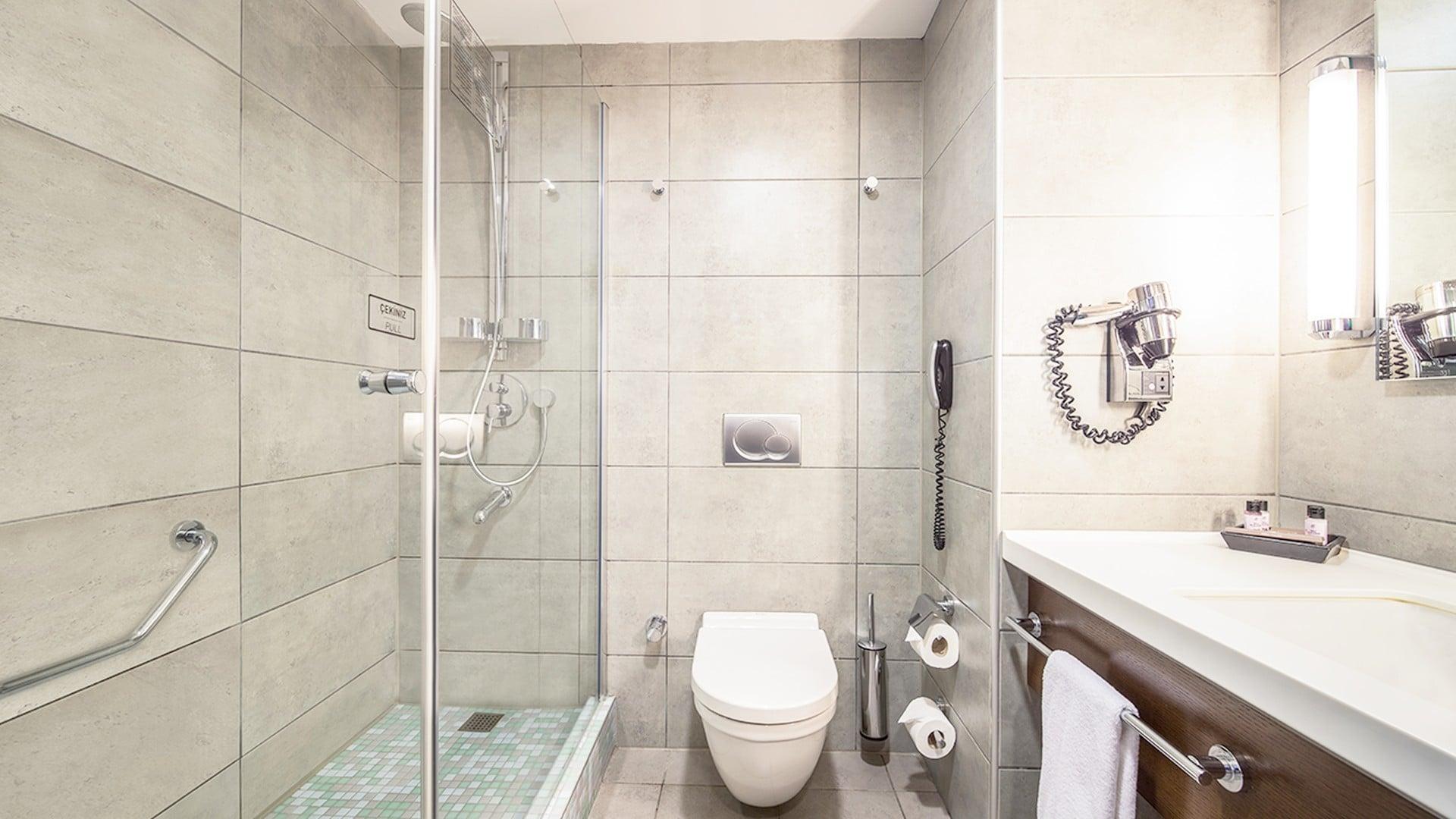 Midtown Hotel Bosphorus Sea View Deluxe Room Bathroom
