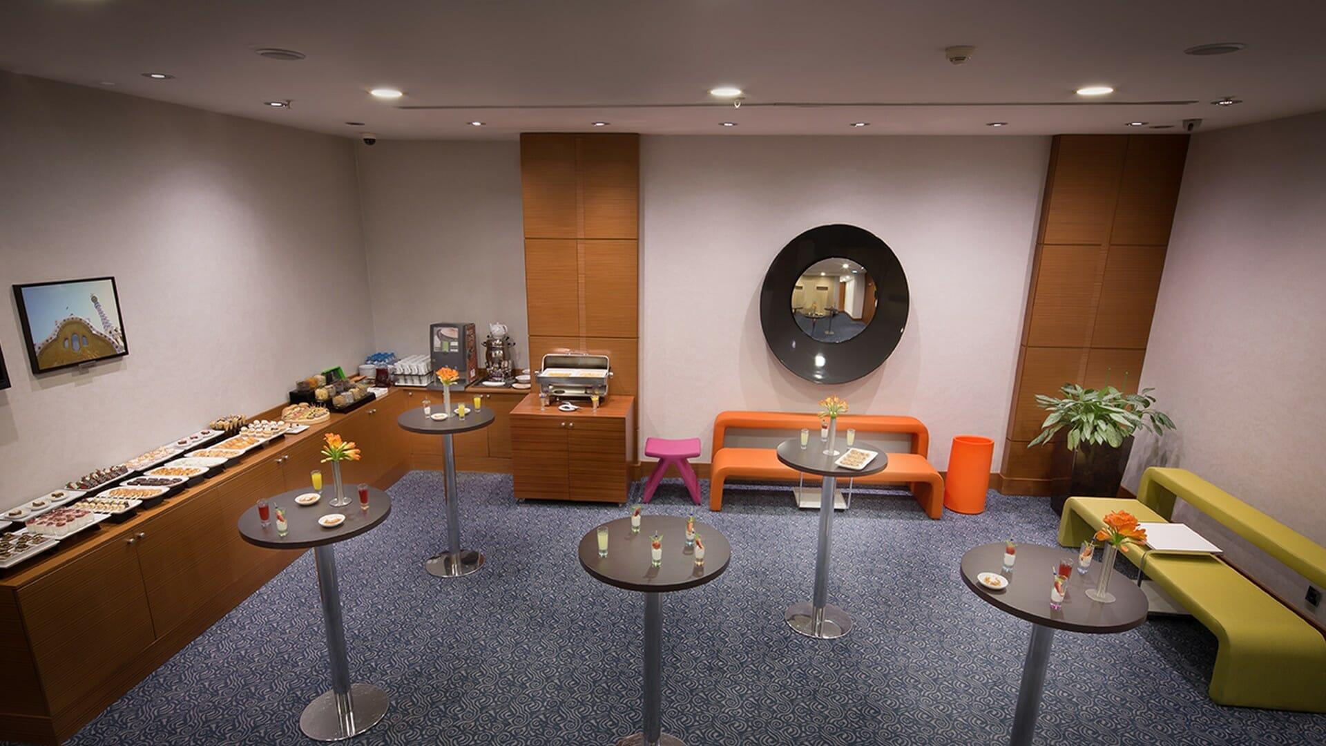 Midtown Hotel Lounge Area